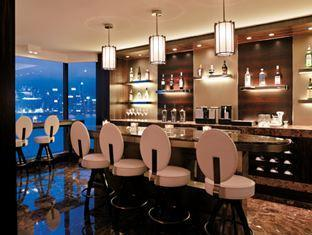 http://www.hotelhongkongreservation.com/wp-content/uploads/2013/08/Horizon%20Club%20Lounge%20-%20Bar%20Area.jpg